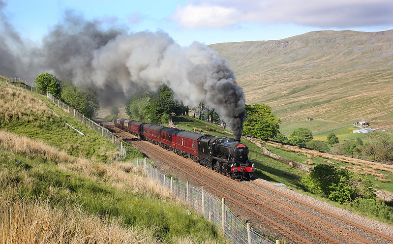 8F No.48151 is running over 20 minutes early having skipped the Appleby water stop, giving it everything and sounding superb. There was a brisk north easterly wind, which could have been a problem for the exhaust drifting over, but the 8F was working that hard it just went straight up!