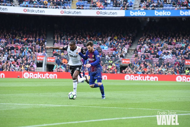 Leo Messi en una disputa de balón con Geoffrey Kondogbia durante la pasada temporada | Foto de Noelia Déniz, VAVEL