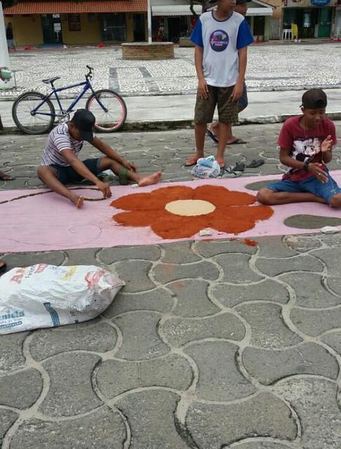 Confecção de tapetes mantém a tradição no feriado de Corpus Christi em Prado (9)