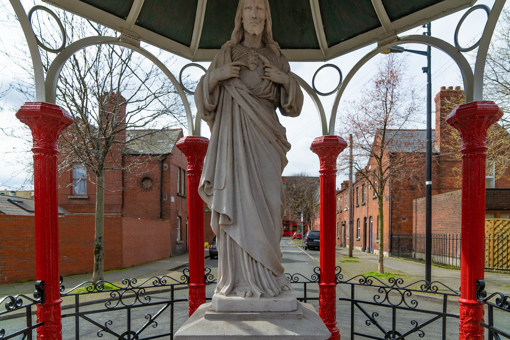1929 SACRED HEART SHRINE AT THE JUNCTION OF REGINALD STREET AND GRAY STREET  002