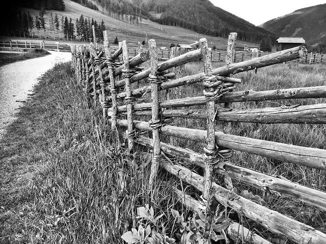 Alter steirischer Holzzaun