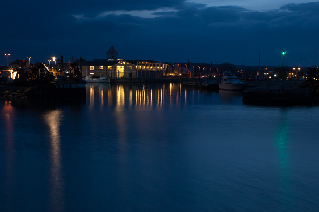 Blue hour harbour 1