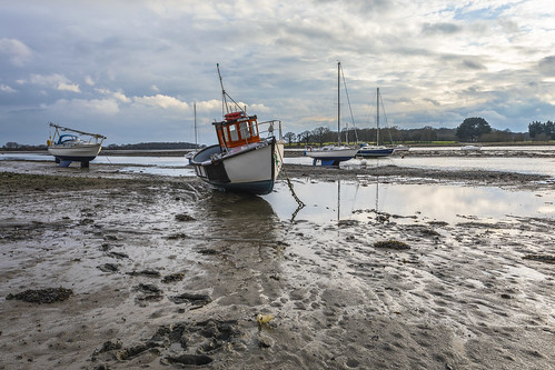 boats lowtide dellquays chichester sussex muddywaters harbours boatsatlowtide