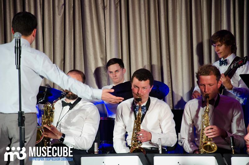 Большой джазовый оркестр-047