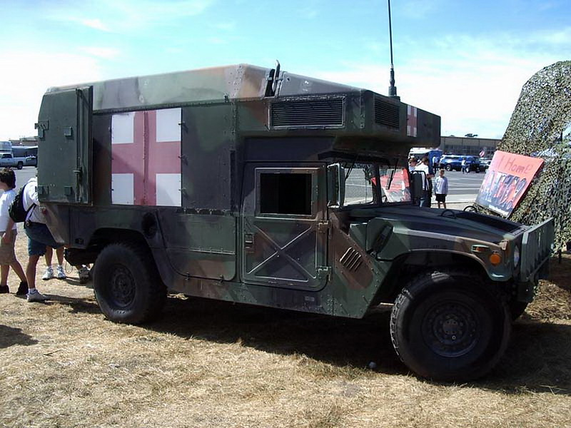 HMMWV M997 Ambulancia 1