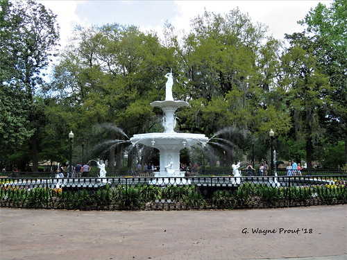 forsythfountain forsythpark cityofsavannah chathamcounty georgia usa prout geraldwayneprout canon canonpowershotsx60hs powershot sx60 hs digital camera photographed photography forsyth fountain water city savannah chatham county stateofgeorgia park viewing historicdistrictsouth history historic victoriandistrict french design ornamental cherubs
