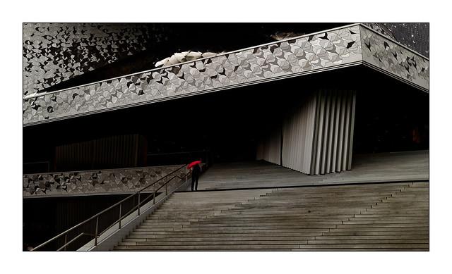 Philharmonie de Paris N°4 - Le parapluie rouge -