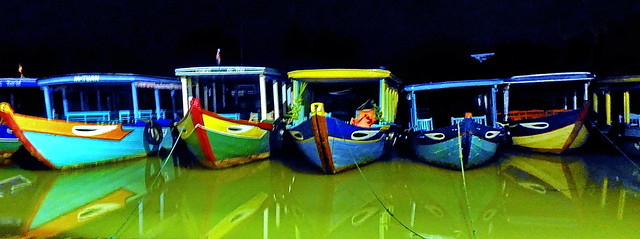 Hoi An Old Center Sleepy boats