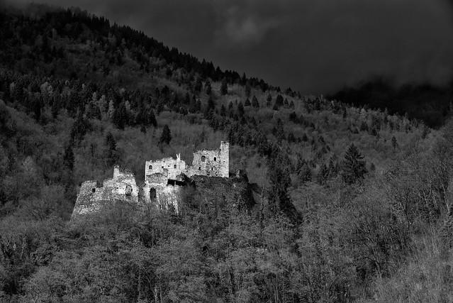 Spectral ruins (ció che resta) [Explored 2018.04.06]
