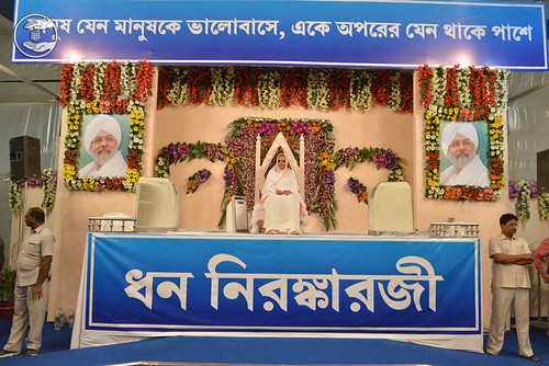 Her Holiness Satguru Mata Savinder Hardev Ji Maharaj on the dais