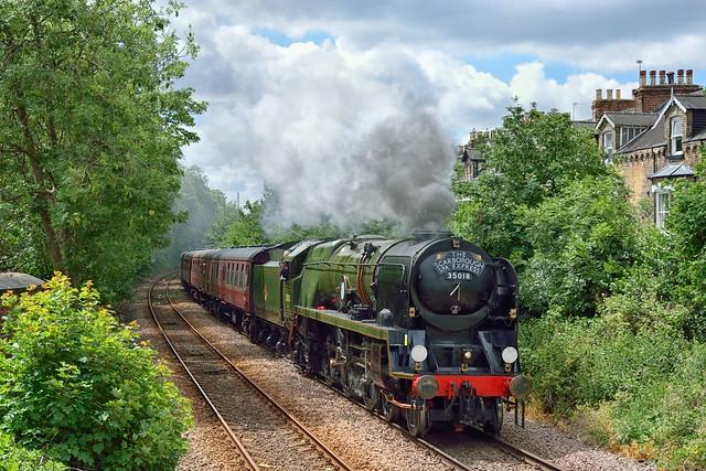 BIL passing through York (3)