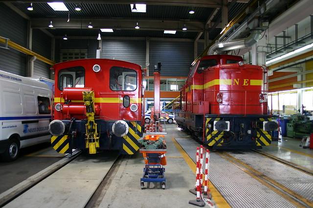 NE: Lok XI und Lok IV in der Werkstatt in Neuss-Übergabebahnhof