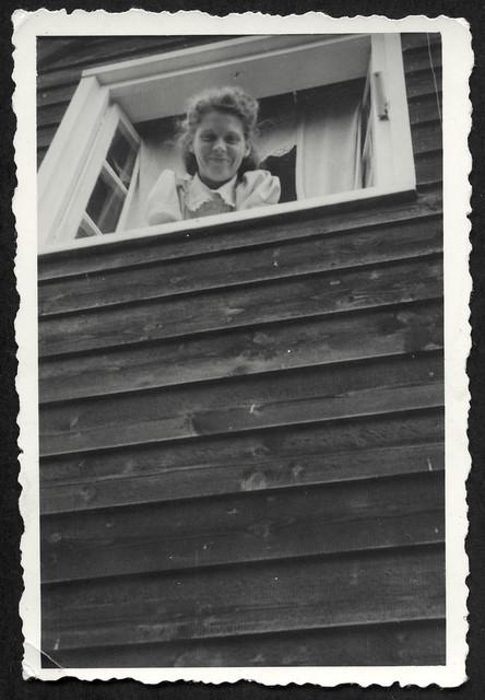 Archiv Hel04 Rosa am Fenster, Mähren, 1930er
