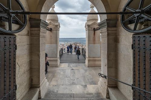 sortie de la crypte | by Bernard Ddd