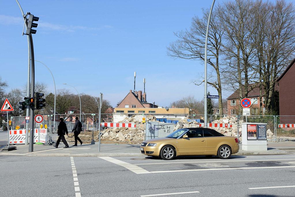 1653d9c4d0aa0f DSC 5318 Abriss der Ladenzeile an der Langenhorner Chaussee   Höhe  Stockflethweg in Hamburg Langenhorn.