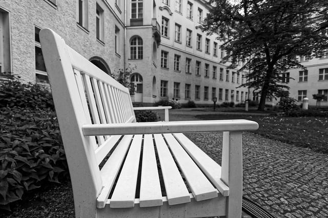 Sitzbank im Hof