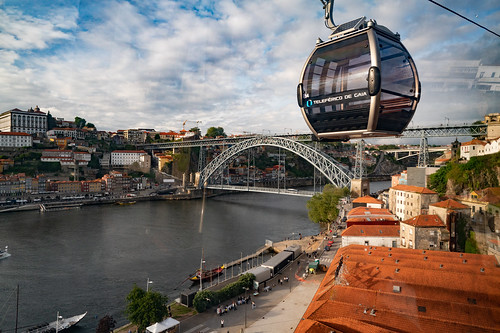 Teleférico de Gaia with the Dom Luís I Bridge | by nan palmero