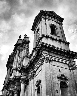 Noto, cattedrale #blackandwhite #black #lookingup #architecture #italy #sicily #noto #baroque #bw #photography #photo #photooftheday #picoftheday #sky #cloudy #igers #igersitalia | by Mario De Carli