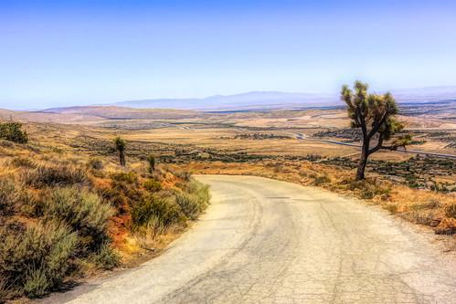 downhilldesertroad desertroad californiaaqueduct joshuatree meandering mojavedesert mohavedesert antelopevalley california joelach tierrasubidaroad