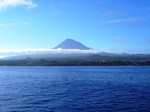 A Montanha do Pico vista do mar