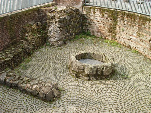 Koln, Old Roman well... click for larger image