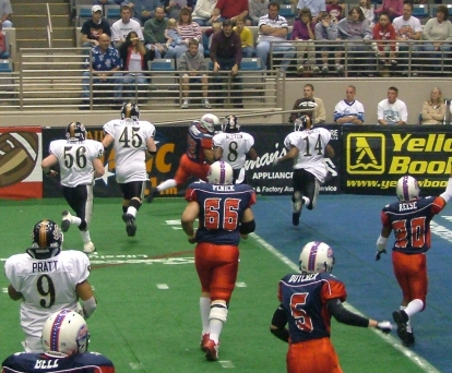 Rocky Harvey scores on a 10-yard run in the first quarter against Peoria, 5/14/2005