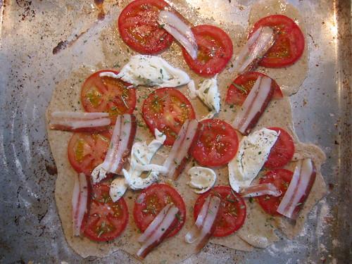 Pizza mozzarella pancetta tomato,