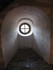 Round-window arch action