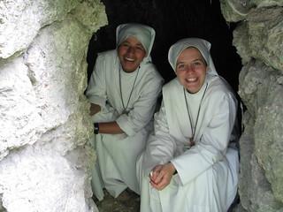 Beatificación de Juan Pablo II, con la hermana Marta en una cueva