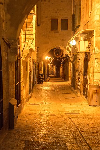 Les rues de la vieille ville le soir du sabbath