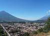 Antigua Guatemala ze Cerro de la Cruz, vlevo Agua, vpravo Fuego, foto: Petr Nejedlý