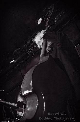 georgiastraightjazzsociety centrepiece avalanchebarandgrill davestevenson courtenay britishcolumbia canada ca bw blackandwhite bass musical instrument musician pentaxart