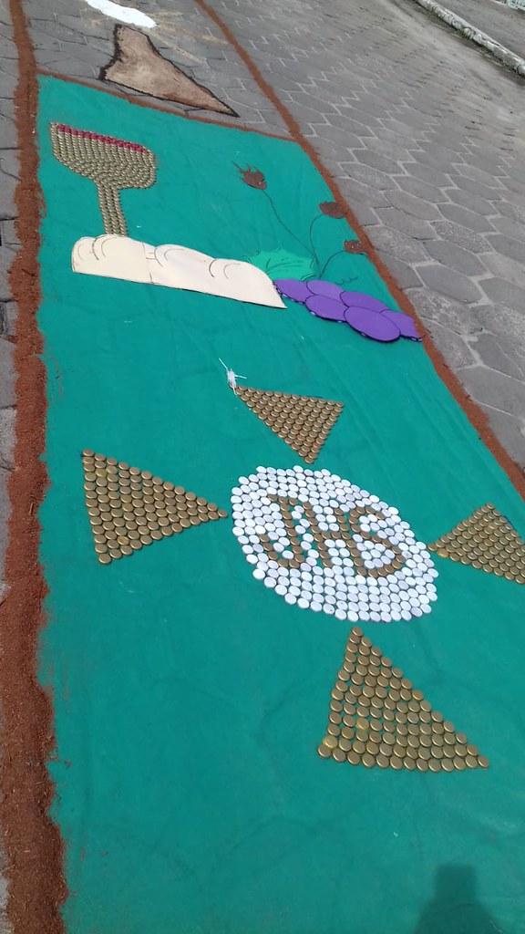 Confecção de tapetes mantém a tradição no feriado de Corpus Christi em Prado (11)