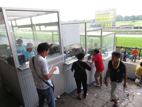 ロイヤルターフクラブ競馬場の屋外馬券売場