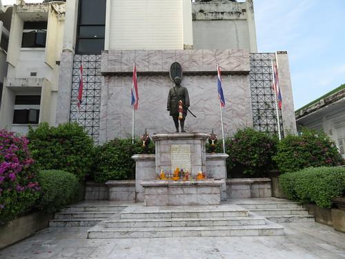 ラーマ6世の像