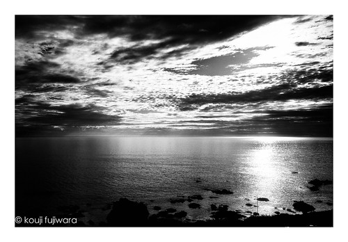 fujifilmxpro2 fujifilm xpro2 fujinon xf23mmf14 xf23mm f14 sea seascape evening dusk sunset fineart fine art seaofjapan reflection monochrome blackandwhite blackwhite moir dark