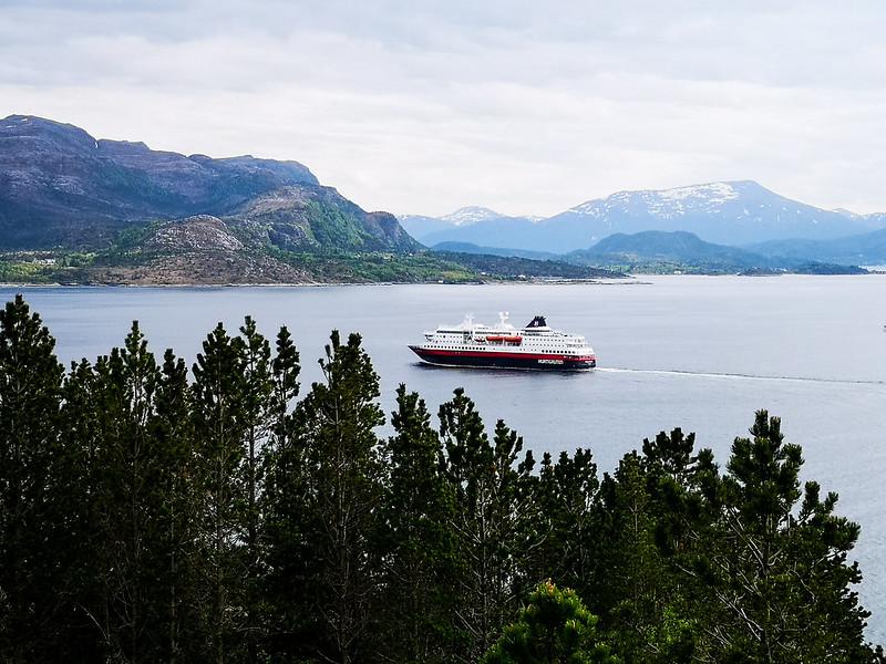 43-Hurtigruten på vei inn mot Kristiansund