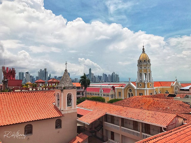 Casco Antiguo de Panamá y al fondo la ciudad moderna
