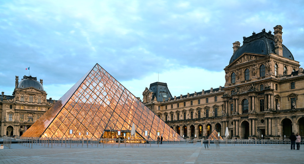 Louvre Museum Louvre Museum In The Evening As Soon As