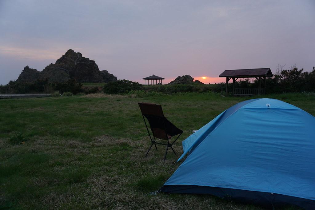 テントと夕焼け