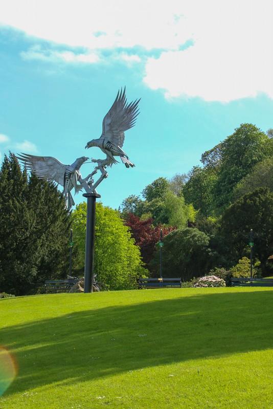 Great_Malvern_bird_statue