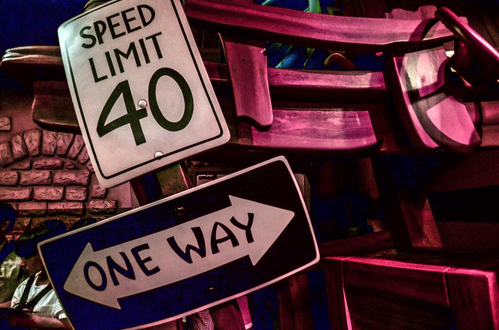 Speed limit sign Roger Rabbit TDL