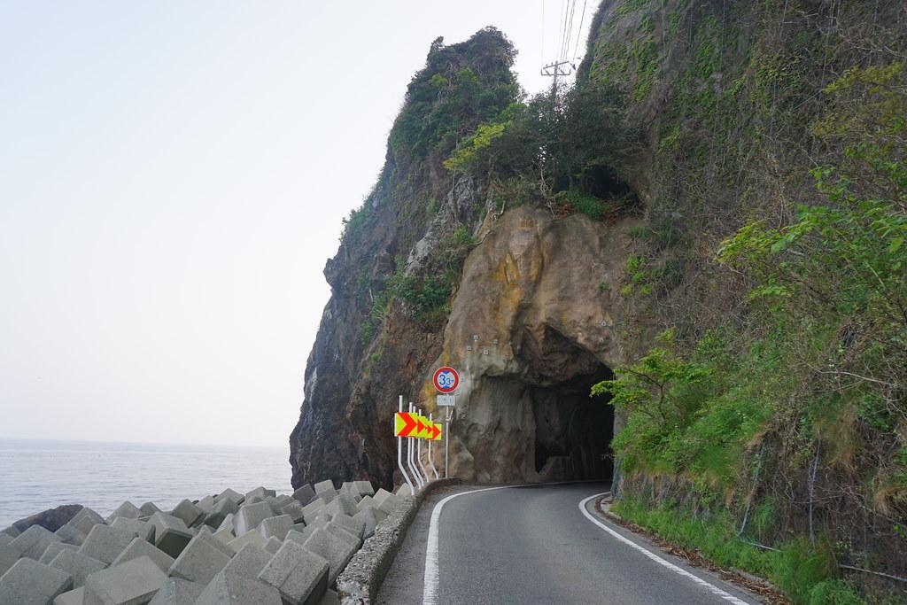 断崖トンネル