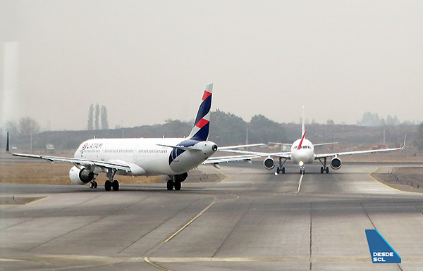LATAM A321 y JetSMART A320 SCL (RD)