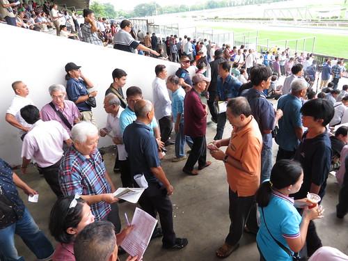 タイの競馬場の混雑具合