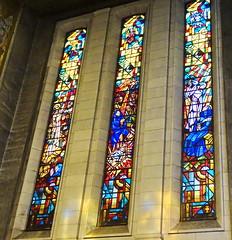 vidriera interior Basilica iglesia San Cristobal Charleroi Belgica 05