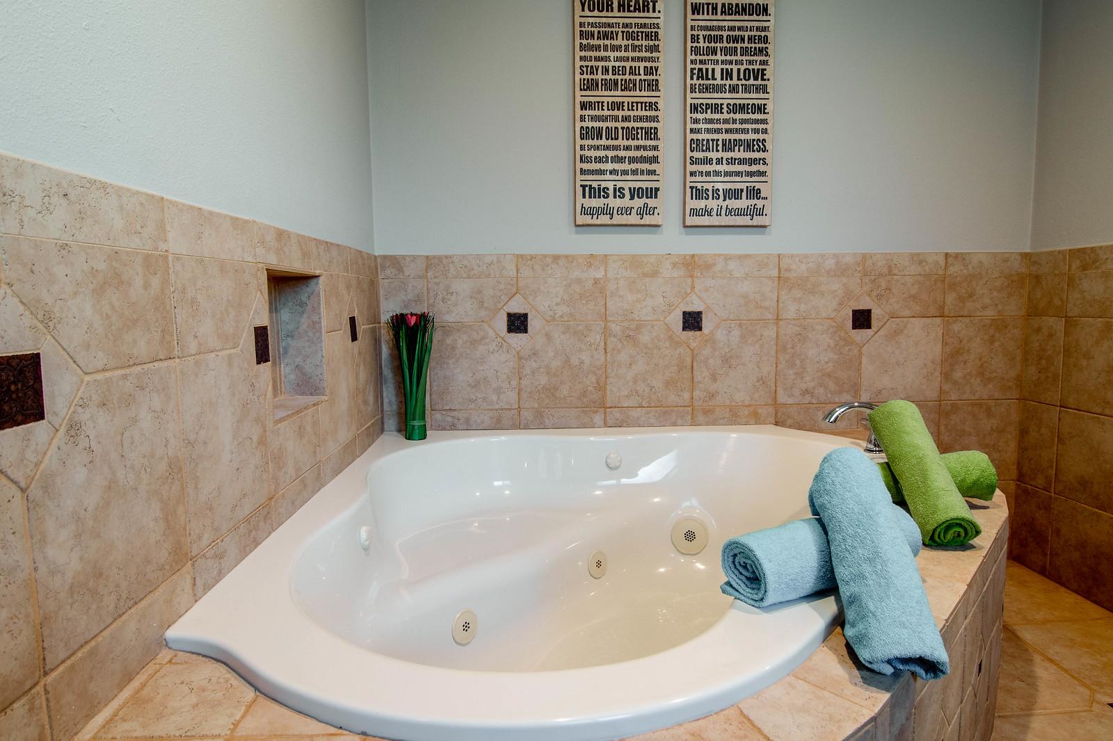 2144 Vuelta Grande-Master Bath 3