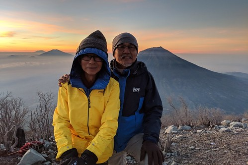 indonesia central java wonosobo damarkasiyan sindoro outdoor mountain volcano hiking trekking google pixel 2 xl people sky landscape sunrise