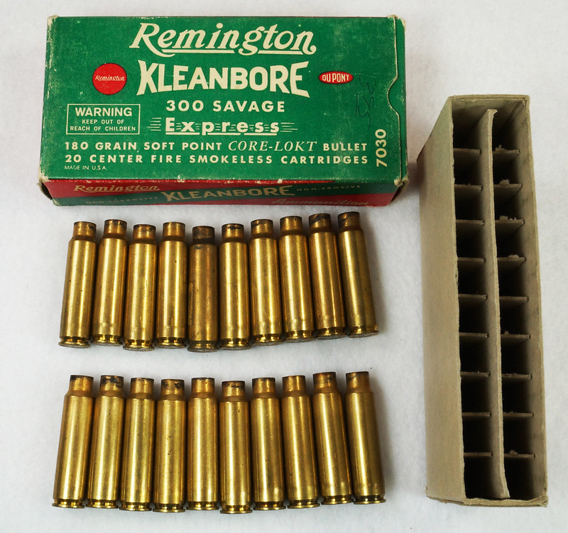 RD14570 Vintage Remington Kleanbore 300 Savage Express 180 Gr. Soft Point Ammo Box with 20 Empty Brass Casings DSC07006