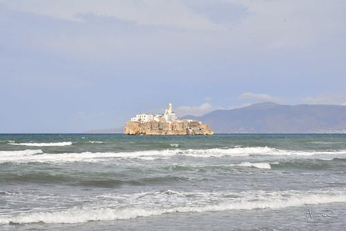 Playa frente a la Isla de Alhucemas